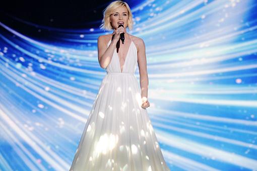 Полине Гагариной подарят платье из белых лепестков - Шоу бизнес